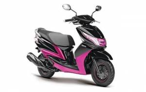 Scooter without gear called Ray: Yamaha