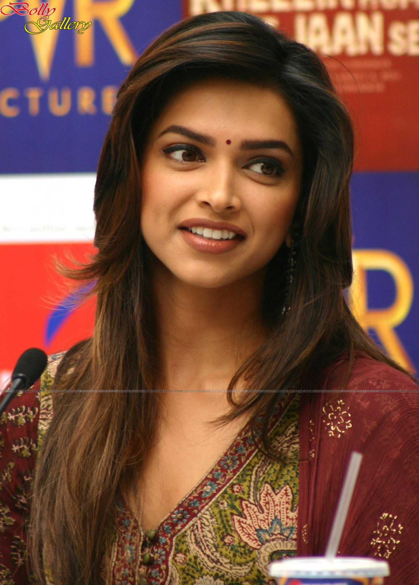 Deepika Padukone Hot : Biography