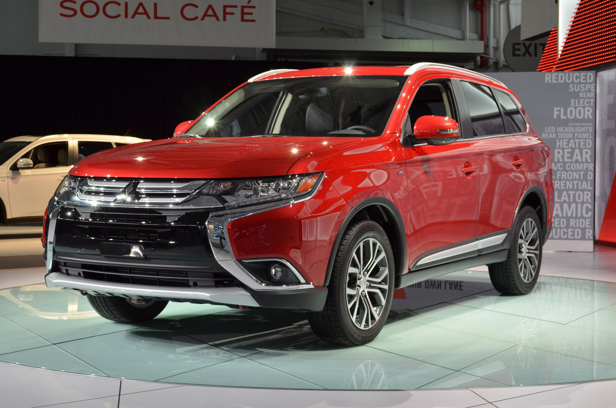 mitsubishi outlander 2016 specifications price and review. Black Bedroom Furniture Sets. Home Design Ideas