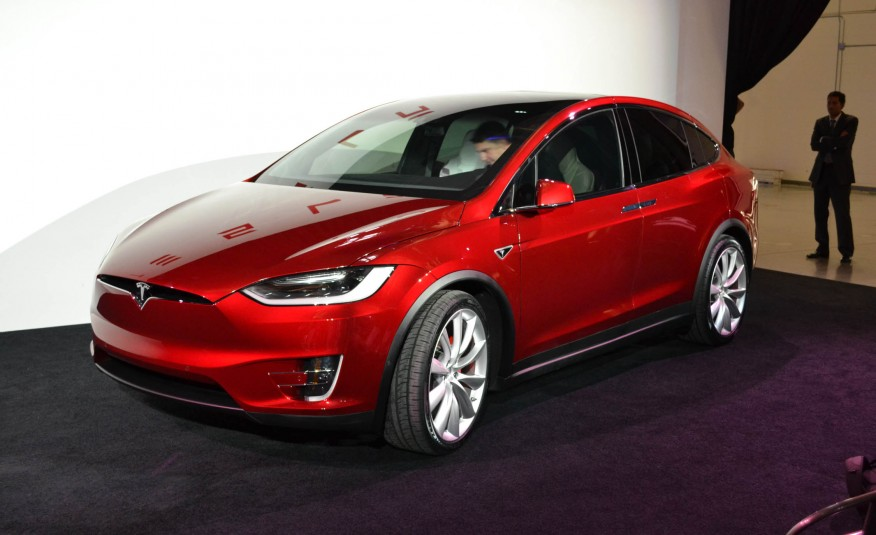 Tesla model x 2016 officially launched in california for Tesla model x porte