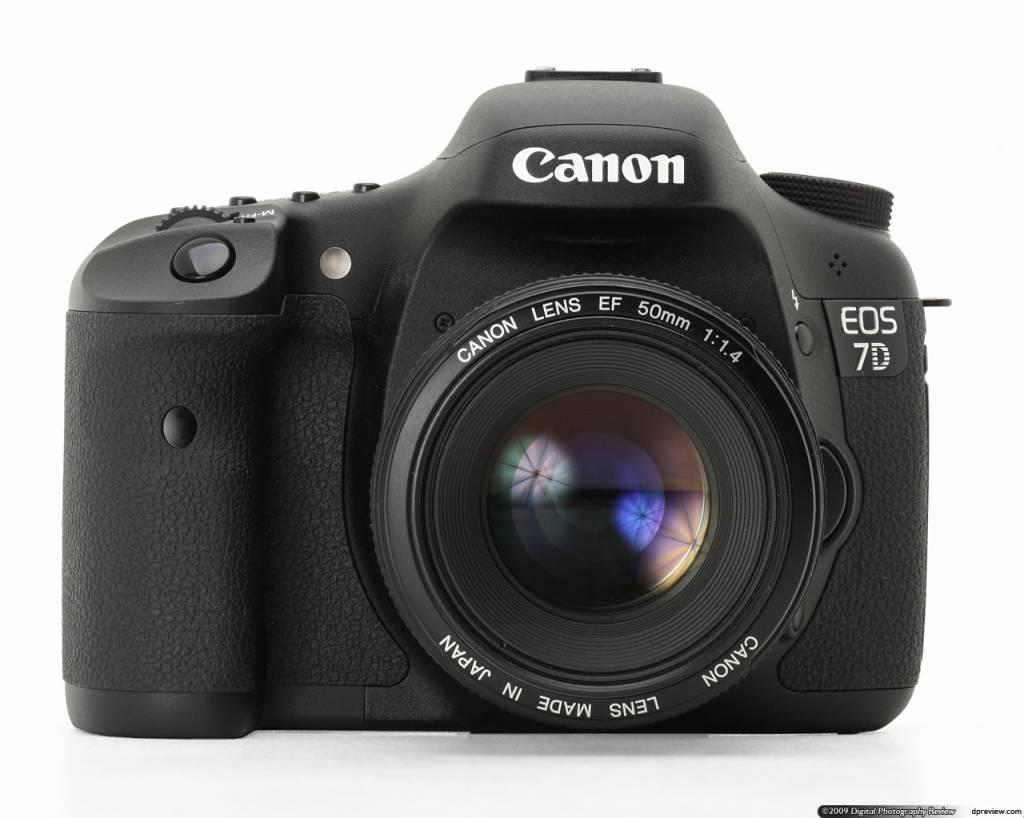 Canon EOS 7D DSLR