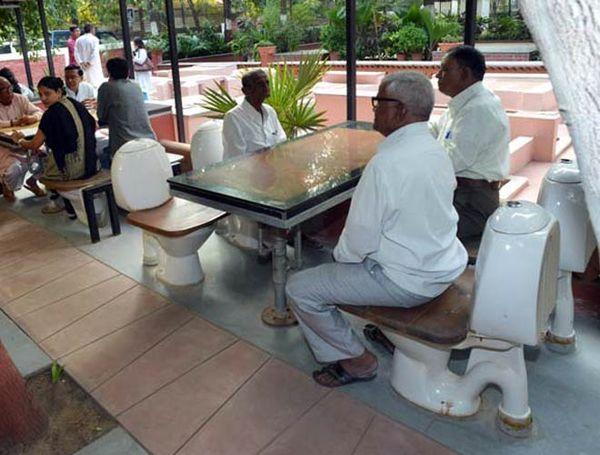 Nature's Toilet Café